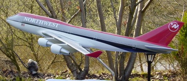 Flugzeugmodell: Northwest Airlines Boeing 747-400 1:100