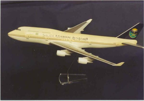 Flugzeugmodell: Saudi Arabian Airlines Boeing 747-400 1:100 neue Lackierung