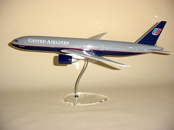 Flugzeugmodell: United Airlines Boeing 777-200 1:100